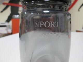 Graveeringuga joogipudel